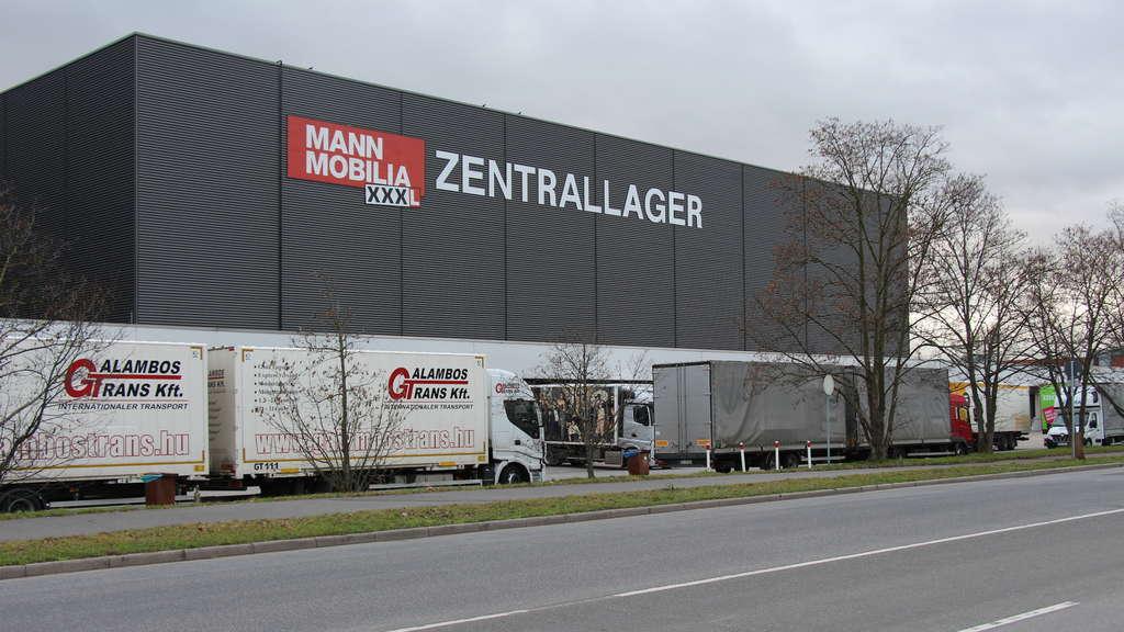 Mannheim vogelstang xxxl mann mobilia verteilt schreiben for Mobilia mann