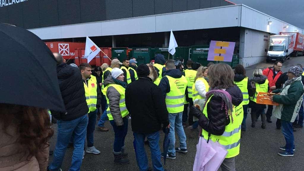 mannheim vogelstang xxxl mann mobila mitarbeiter protestieren gegen freistellung pfalzwerke api. Black Bedroom Furniture Sets. Home Design Ideas