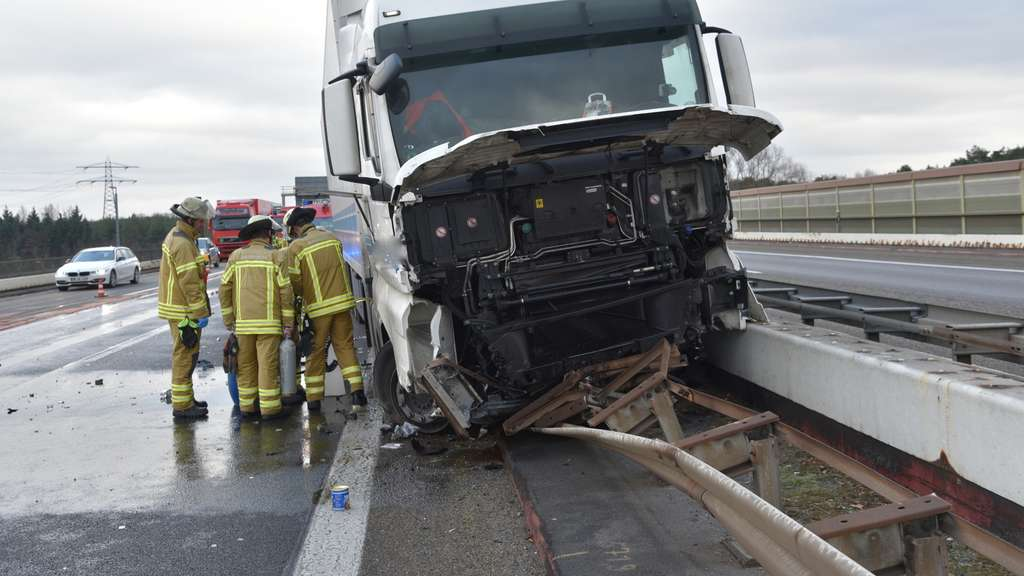 schwetzingen mehrere kilometer stau nach lkw unfall auf a6 region. Black Bedroom Furniture Sets. Home Design Ideas