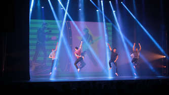 Tanzshow der Bad Boys of Dance