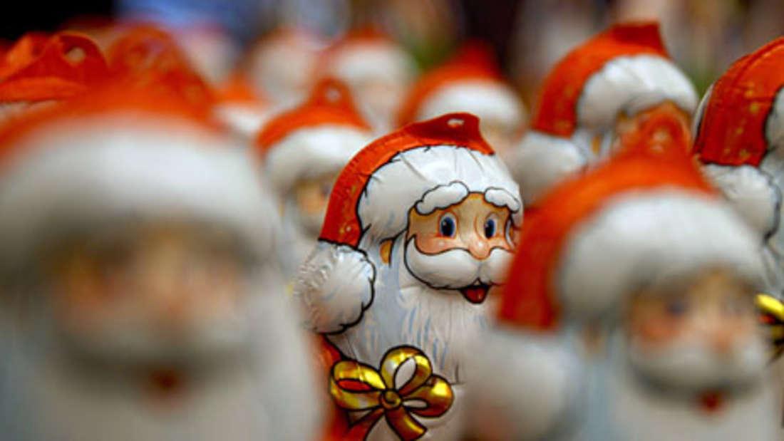 Schoko-Nikolaus: 540 Kcal (pro 100 g). Wer der Lust auf den süßen Nikolaus nicht widerstehen kann, der sollte zu einem möglichst dunklen Exemplar greifen: Helle Schokolade enthält nämlich weniger Naturstoffe und mehr Kalorien.