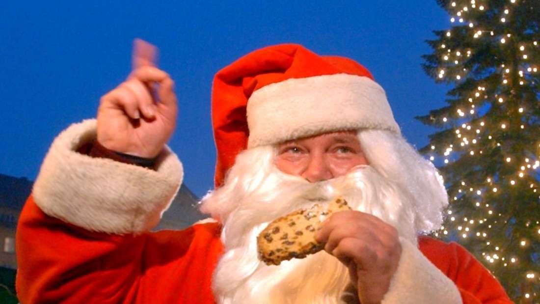 Weihnachtsstollen: 390 Kcal (pro 100 g)/ 195 Kcal (pro Portion). Der Stollen ist die Hauptmahlzeit unter den Süßspeisen. Wer sich zwei oder drei Scheiben genehmigt, kann eine ganze Mahlzeit ausfallen lassen. Wenn auch Marzipan enthalten ist, steigt der Kalorienzähler noch höher.