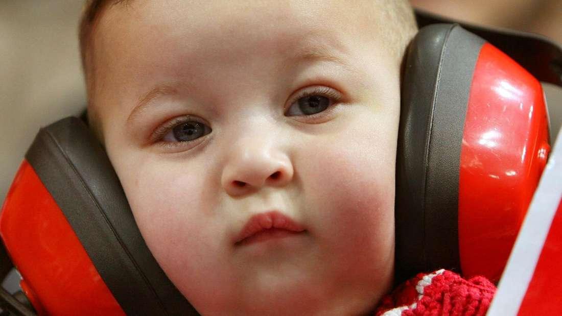 Das Ohr ist ein Sinnesorgan. Zu viel Lärm, eine Beschallung ab 85 Dezibel,kann zu einem Hörschäden führen. Schützen Sie Ihr Gehör. Bei Konzerten(etwa 100 dB)können Ohrstöpsel und ein ausreichender Abstand zur Geräuschquelle Gehörschäden vermeiden.