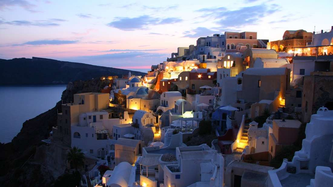Platz 10: Inselnim Mittelmeer sind bei deutschen Urlaubern sehr beliebt. Die griechische Insel Santorinist eine davon.