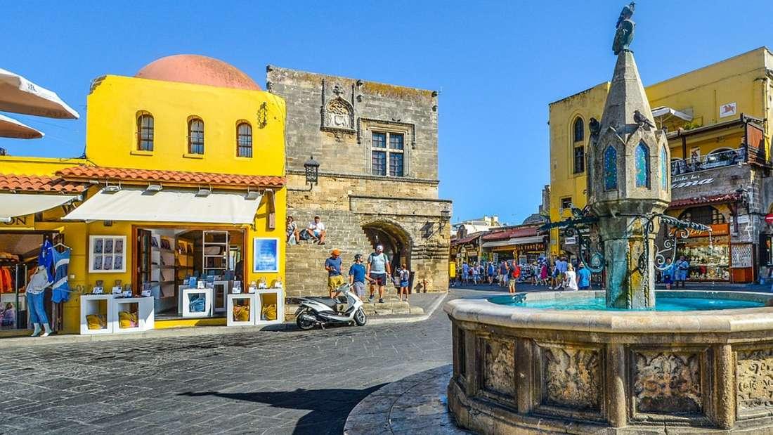 Platz 9: Die Insel Rhodos ist die vielleicht sonnigste Insel im Mittelmeer: Rund 300 Sonnentage erwarten Besucher im Jahr.