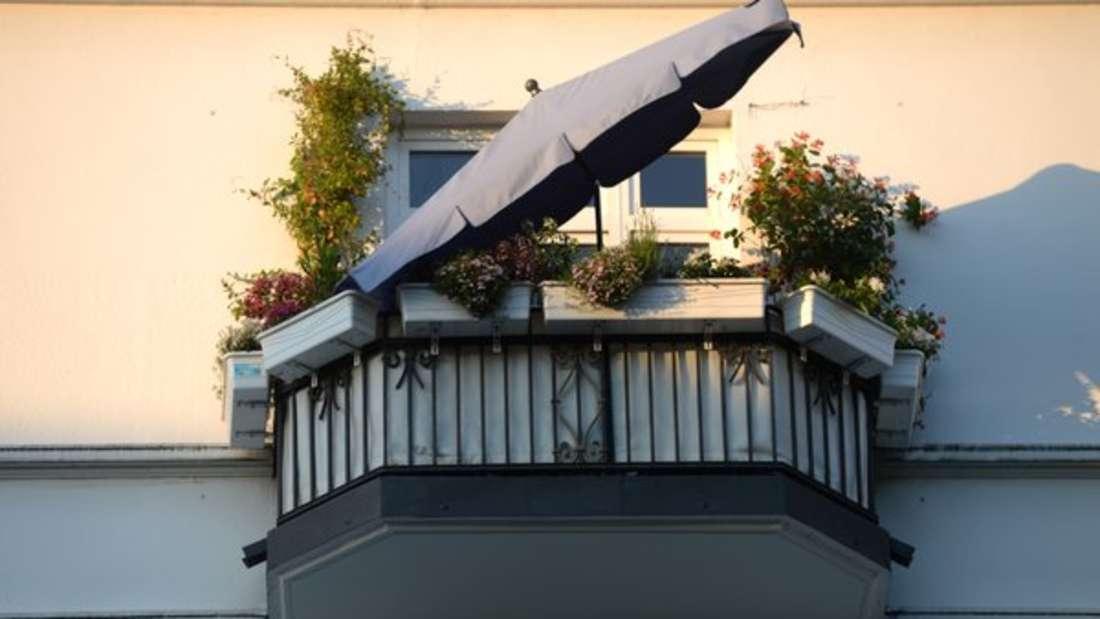In einem 4-Sterne Hotel in Mailand reiste ein Paar an mit einer Buchung für ein Doppelzimmer - für zwei Personen. Was die Mitarbeiter des Hotelskurz danachsahen, war der Rest der Großfamilie, die über den Balkon in das Zimmer kletterte.