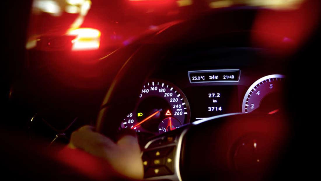 Amaturenbrett Anzeigen im Cockpit