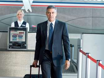 "George Clooney spielt im Film ""Up in the Air"" den Meilensammler."