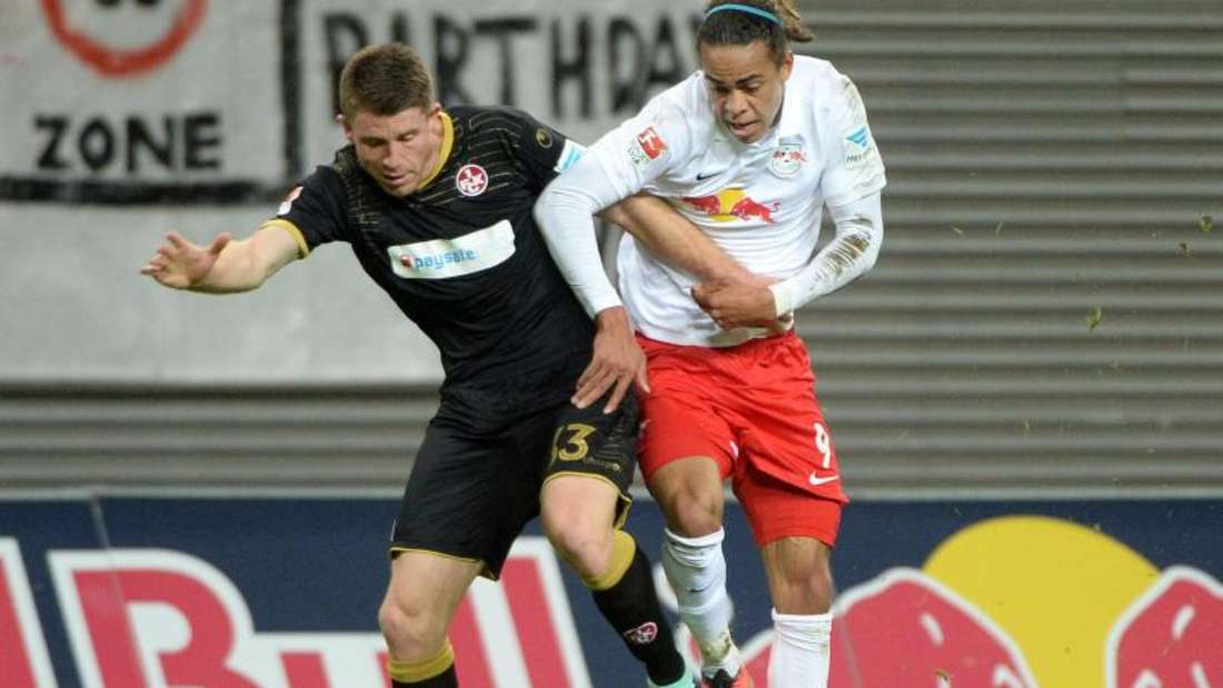 Leipzigs Yussuf Poulsen (r) kam im Spiel gegen den FC Kaiserslautern nicht zum Zug. Foto: Hendrik Schmidt