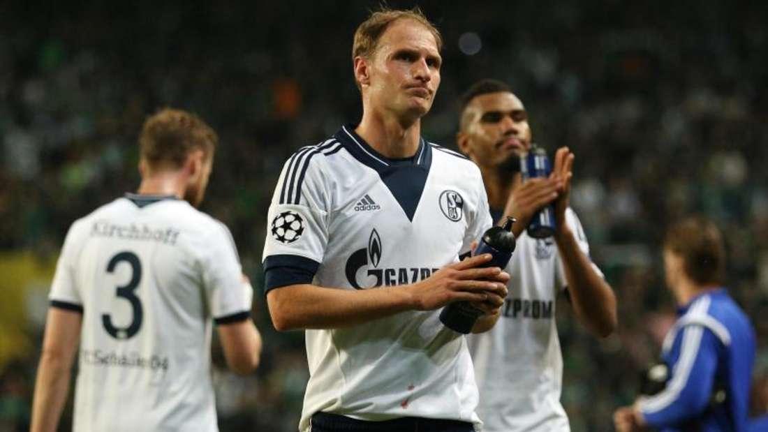 Benedikt Höwedes (M.) kritisierte indirekt den ehemaligen Schalke-Trainer. Foto: Ina Fassbender