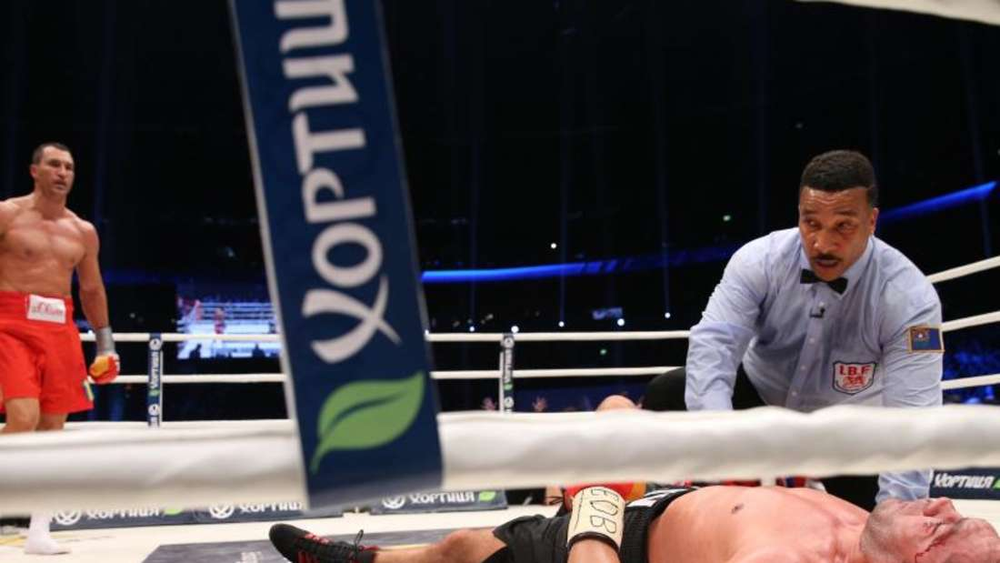 Wladimir Klitschko streckte Kubrat Pulew in der fünften Runde nieder. Foto: Christian Charisius