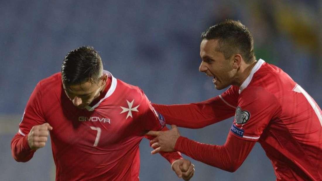 Clayton Failla (l) sorgte dafür, dass sich Malta über einen Punkt freuen konnte. Foto: Vassil Donev