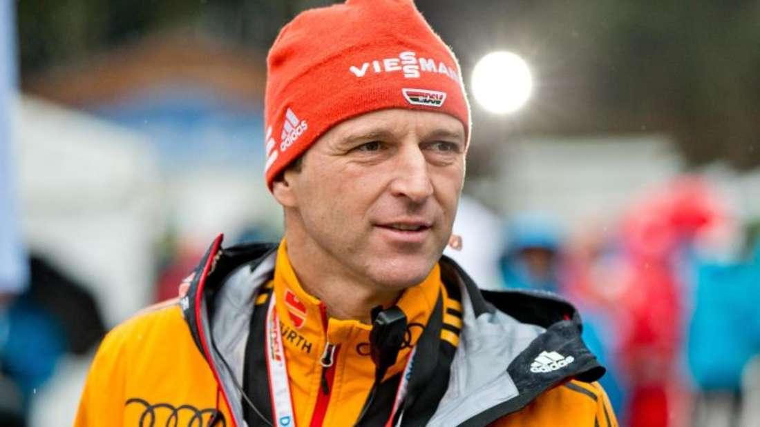 Werner Schuster bleibt bis 2019 Bundestrainer der deutschen Skispringer. Foto: Daniel Karmann