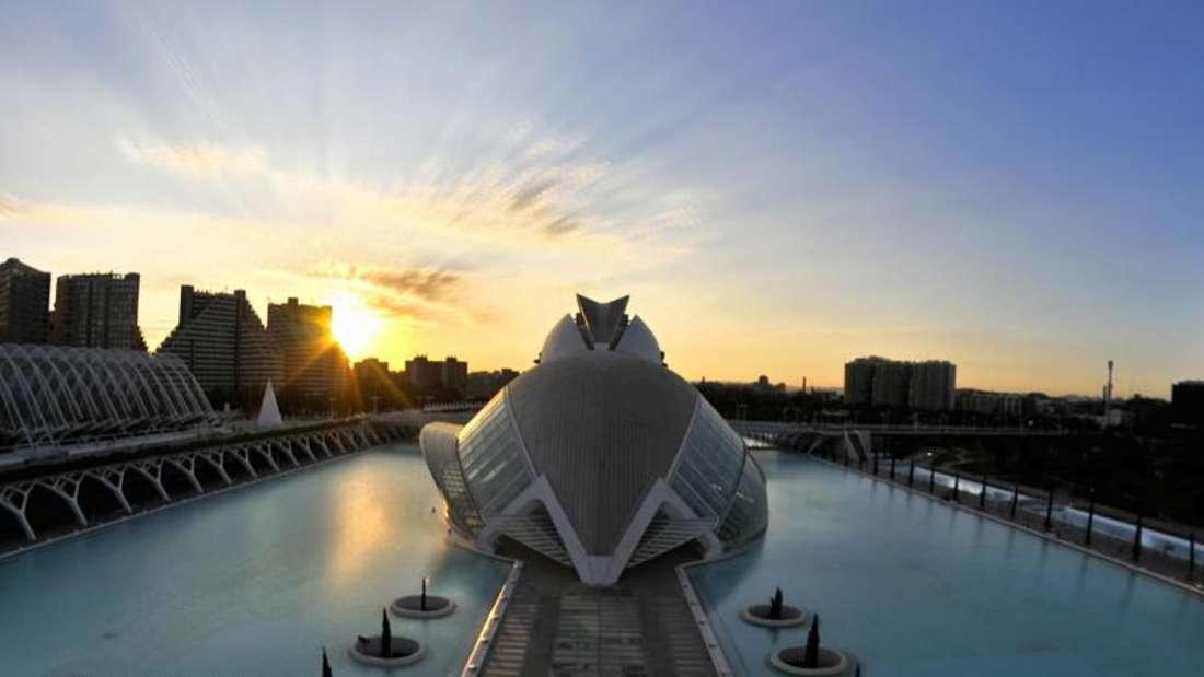 Das Konzert- und Opernhaus Palau de les Arts Reina Sofía ist ein Werk des berühmten valencianischen Stararchitekten Santiago Calatrava. Foto: Turespaña/Luciano Rodriguez
