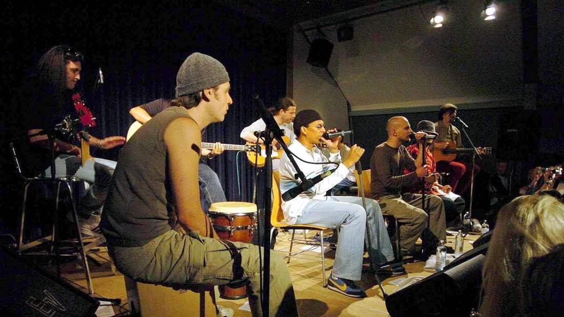 Naidoo mit den Söhnen Mannheims bei einem Auftritt in Wien im Juni 2004.