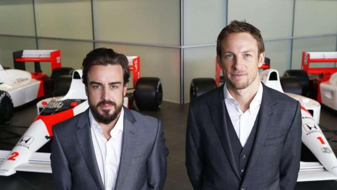 Fernando Alonso (l) und Jenson Button sind die McLaren-Piloten für die Saison 2015. Foto: McLaren-Honda