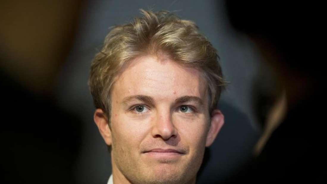 Nico Rosberg steuerte den neuen Silberpfeil bei einer Promotion-Veranstaltung zum ersten Mal aus der Box. Foto: DanielNaupold