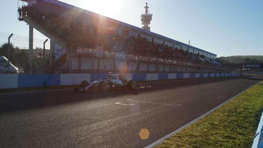 Kurz darauf macht sich der Vizeweltmeister Rosberg auf zur Jungfernfahrt. Foto: Jens Marx