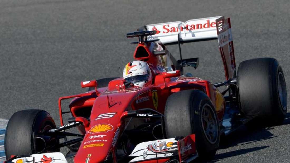 Sebastian Vettel beherrscht mit dem neuen Ferrari die Konkurrenz wie zu seinen besten Zeiten. Foto: Peter Steffen