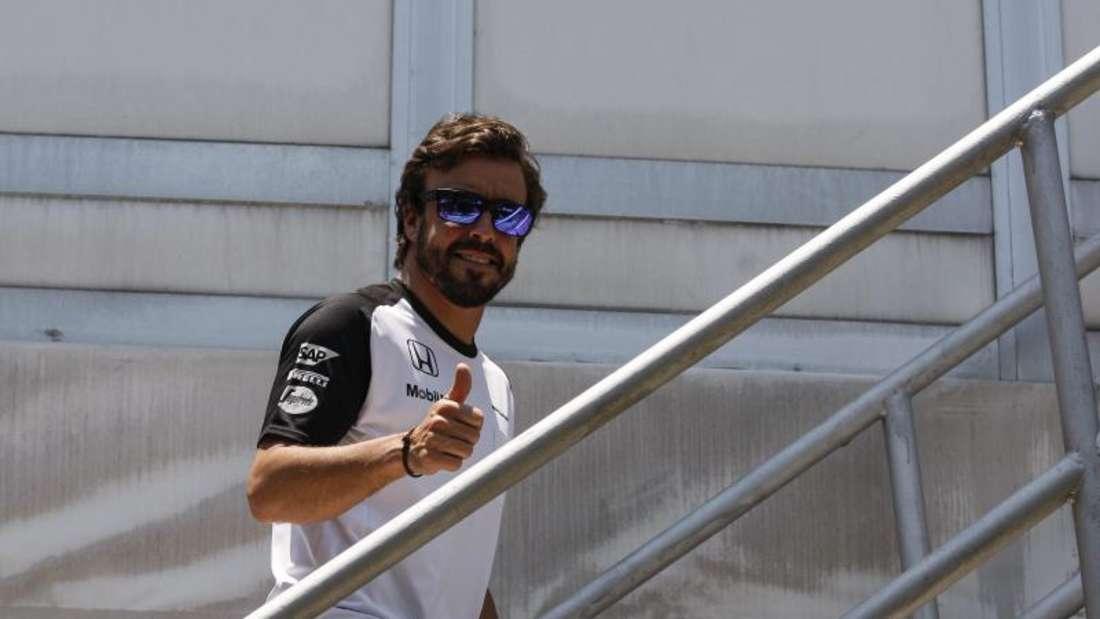 Fernando Alonso darf nach der ärztlichen Untersuchung starten. Foto: Fazry Ismail