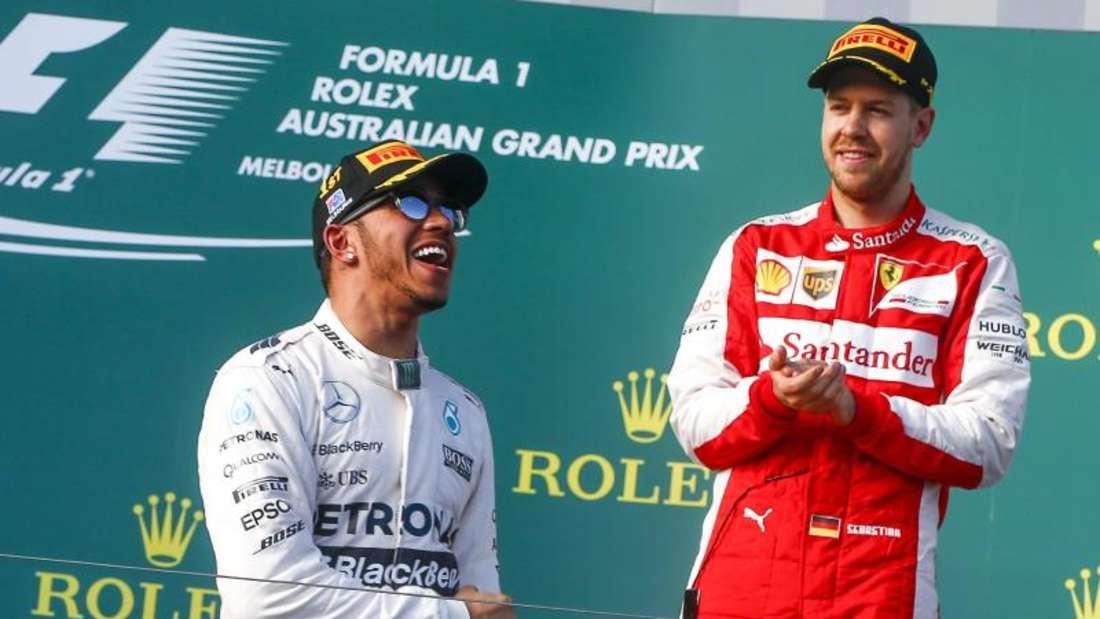 Für Bernie Ecclestone ist Lewis Hamilton (l) das Aushängeschild der Formel 1, Sebastian Vettel sollte noch dazulernen. Foto: Diego Azubel