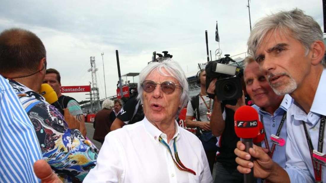 Formel-1-Boss Bernie Ecclestone (M.) wartet oft mit neuen Ideen auf. Foto: Jens Büttner