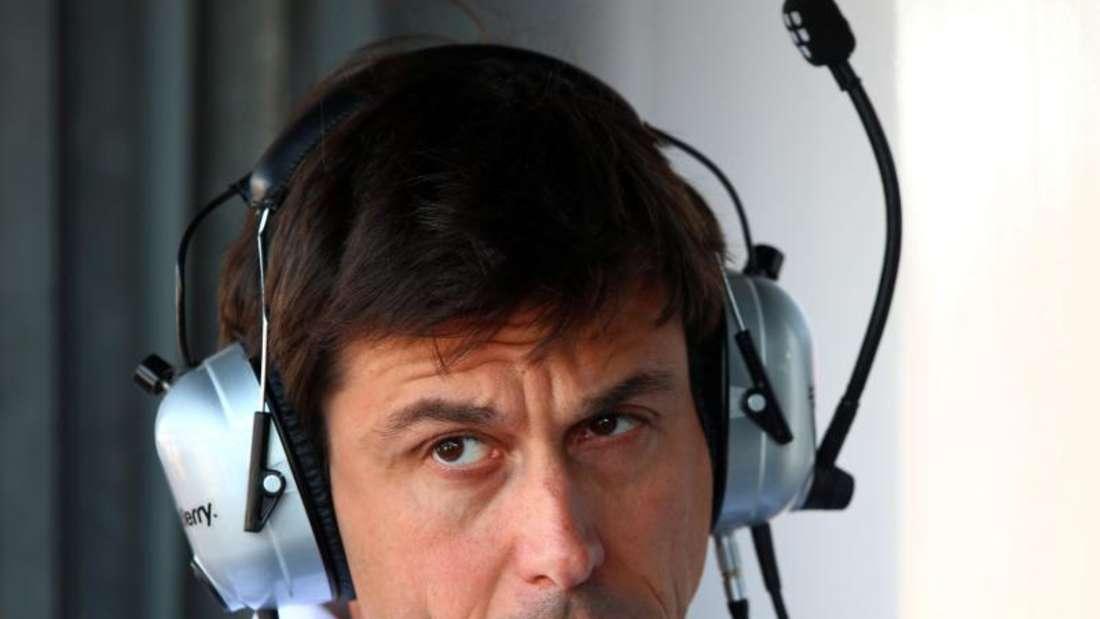 Mercedes-Motorsportchef Toto Wolff will eventuell die Taktik verändern. Foto: Jens Büttner