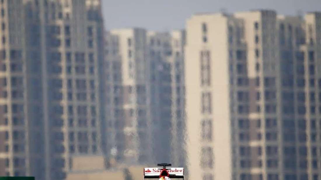 Sebastian Vettel will das Mercedes-Duo erneut ärgern. Foto: Diego Azubel