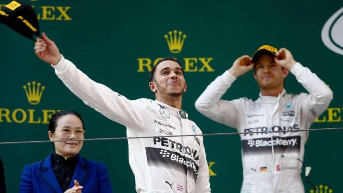 Auf dem Podium war Nico Rosberg auf Lewis Hamilton noch mächtig sauer. Foto: Diego Azubel