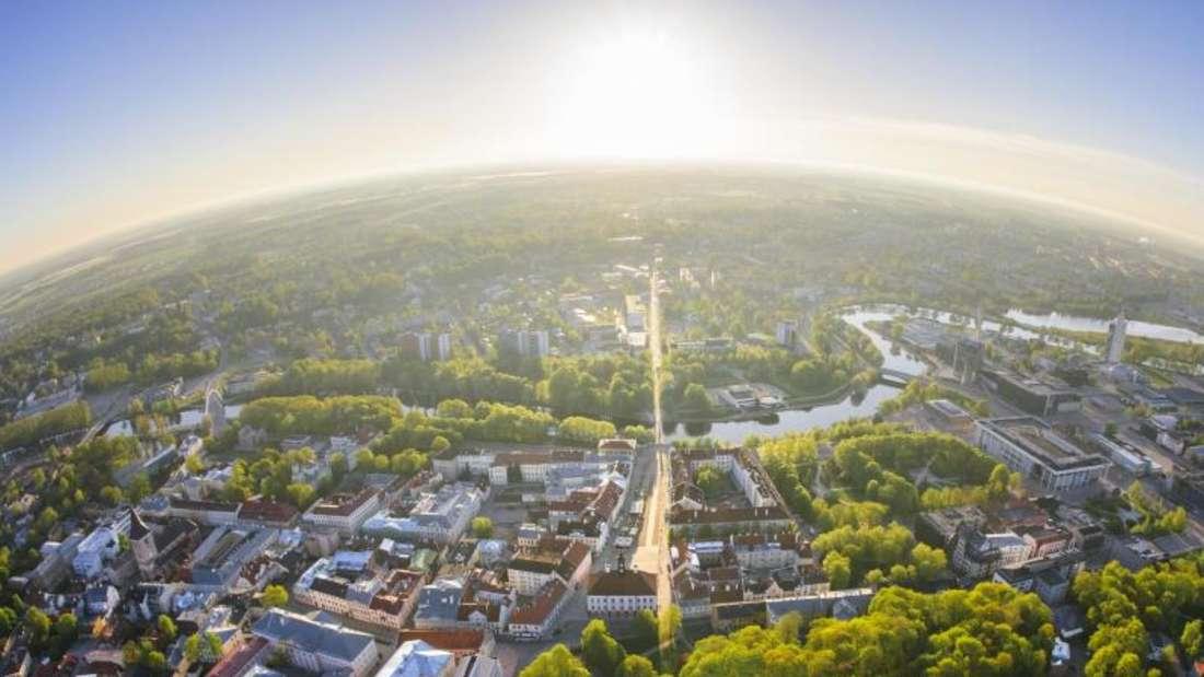 Tartu aus der Luft - die Universitätsstadt im Süden Estlands ist viel kleiner als Tallinn, muss sich dahinter aber nicht verstecken. Foto: Enterprise Estonia