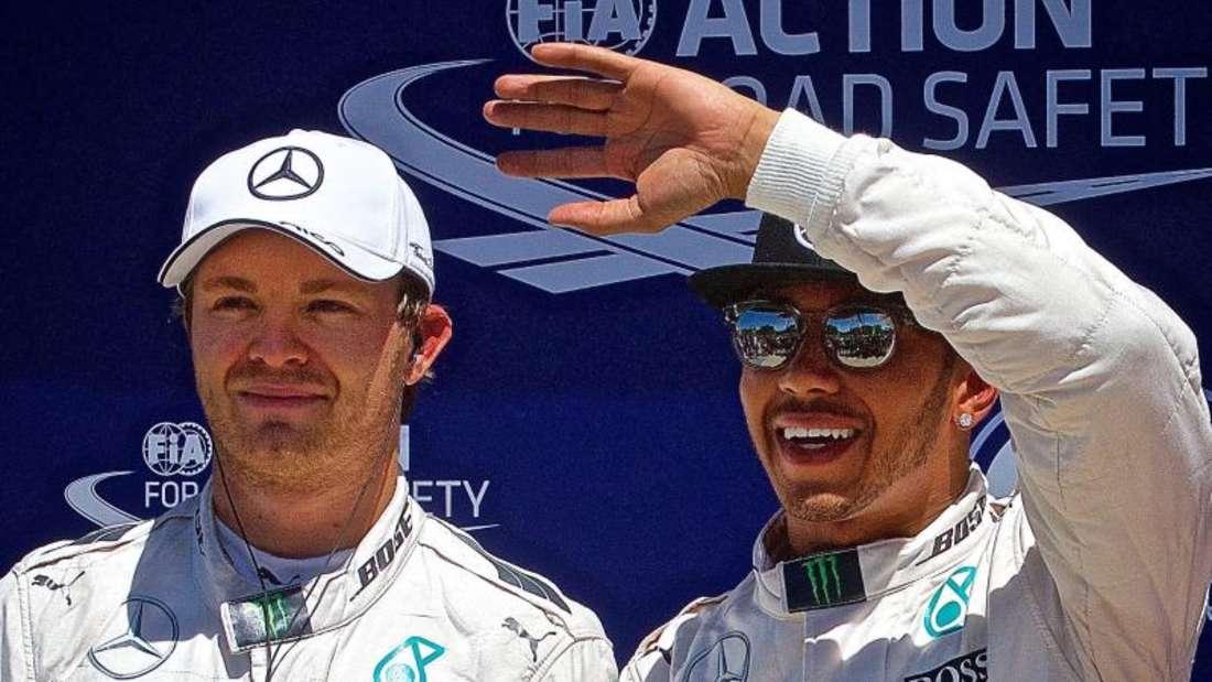 Die Mercedes-Piloten Lewis Hamilton und Nico Rosberg starten aus der ersten Reihe. Foto: Andre Pichette