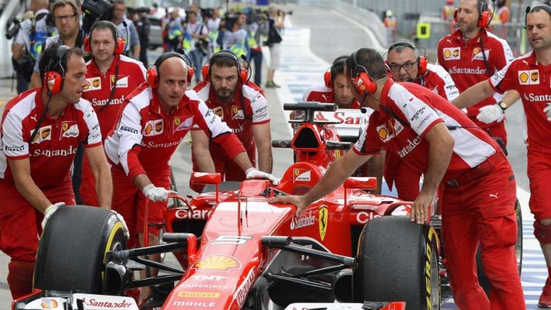 Nach vier Runden musste Sebastian Vettel seinen Wagen abstellen. Foto: Hans Klaus Techt