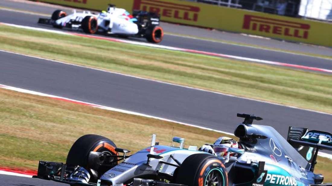 Lewis Hamilton peilt in Silverstone wieder die Pole an. Foto: Geoff Caddick