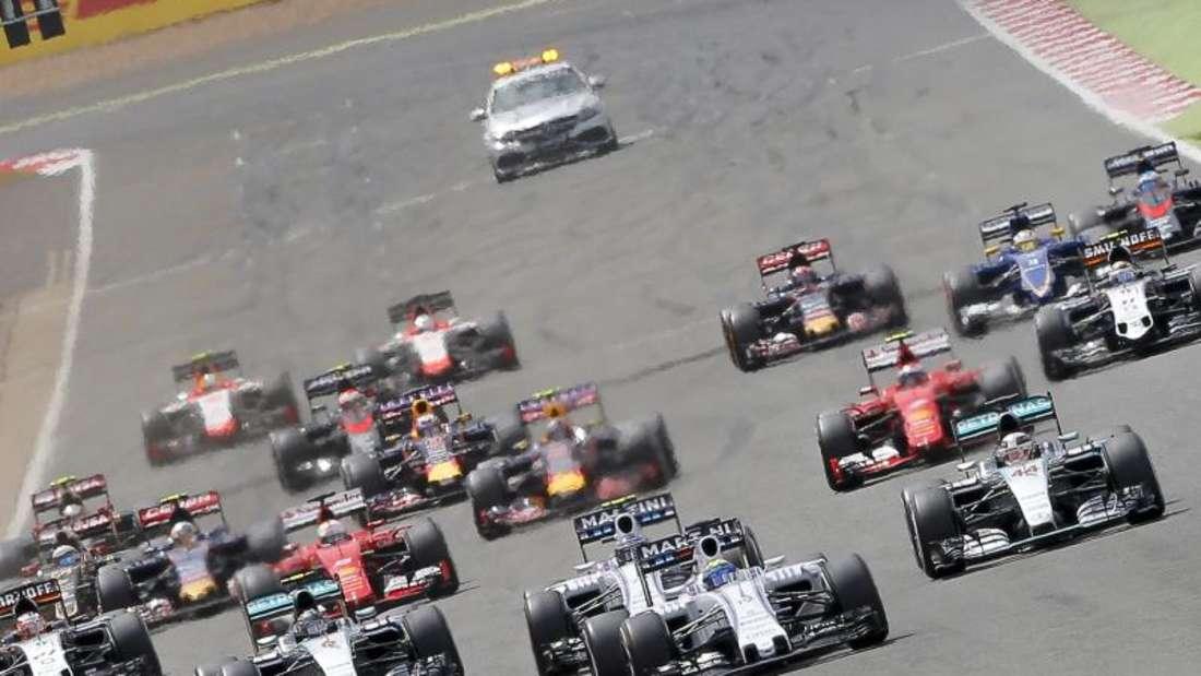 Das Rennen in Silverstone lieferte den Zuschauern beste Unterhaltung. Foto: Valdrin Xhemaj