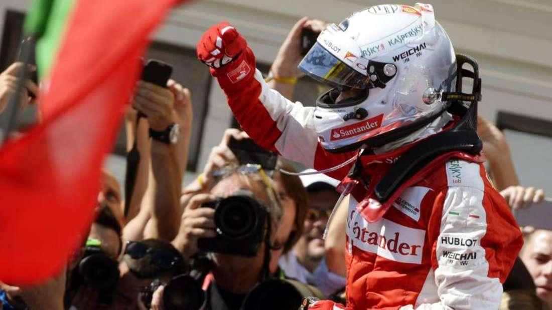 Sebastian Vettel widmete den Sieg seinem gestorbenen Kollegen Bianchi. Foto: Tamas Kovacs