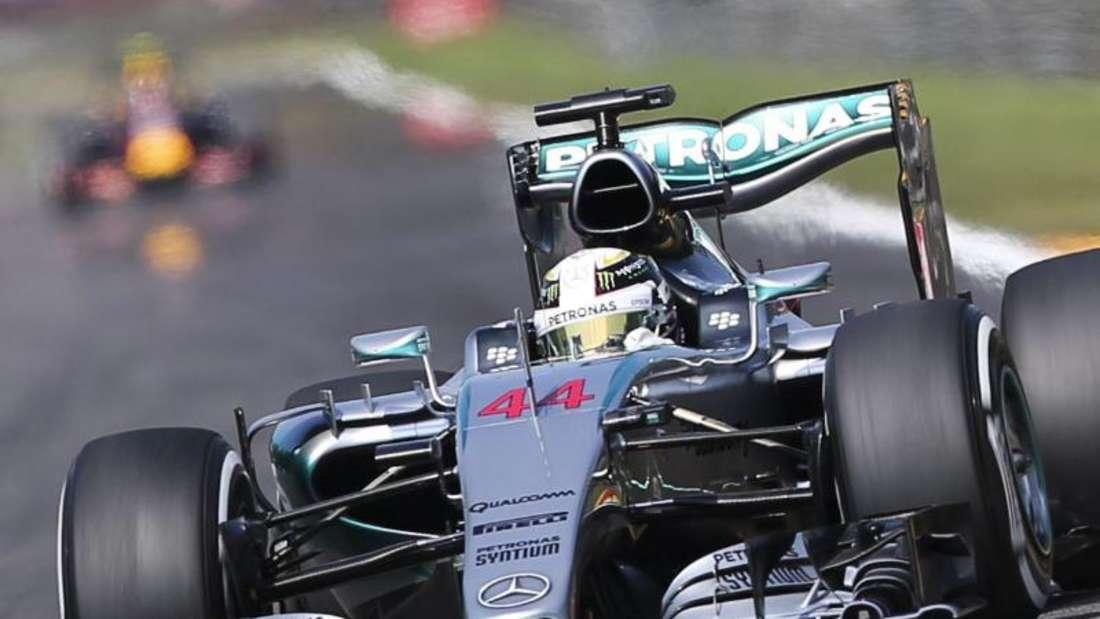 Holte sich in Belgien seine zehnte Pole Position dieser Saison: Mercedes-Fahrer Lewis Hamilton. Foto: Olivier Hoslet