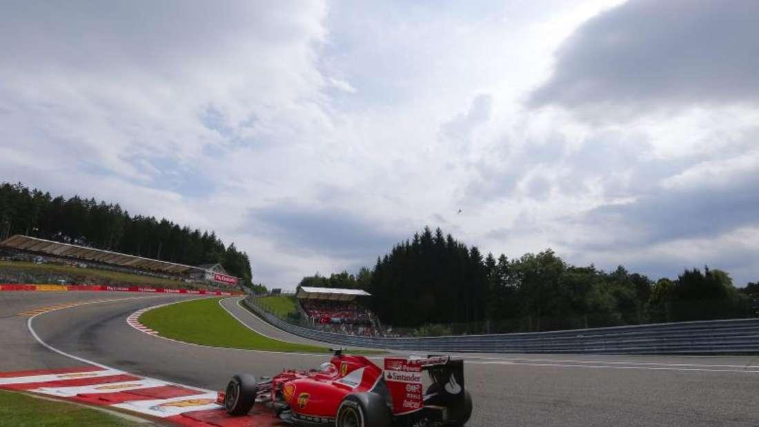Ferrari-Pilot Sebastian Vettel platzte in der vorletzten Runde der Hintereifen. Foto: Valdrin Xhemaj