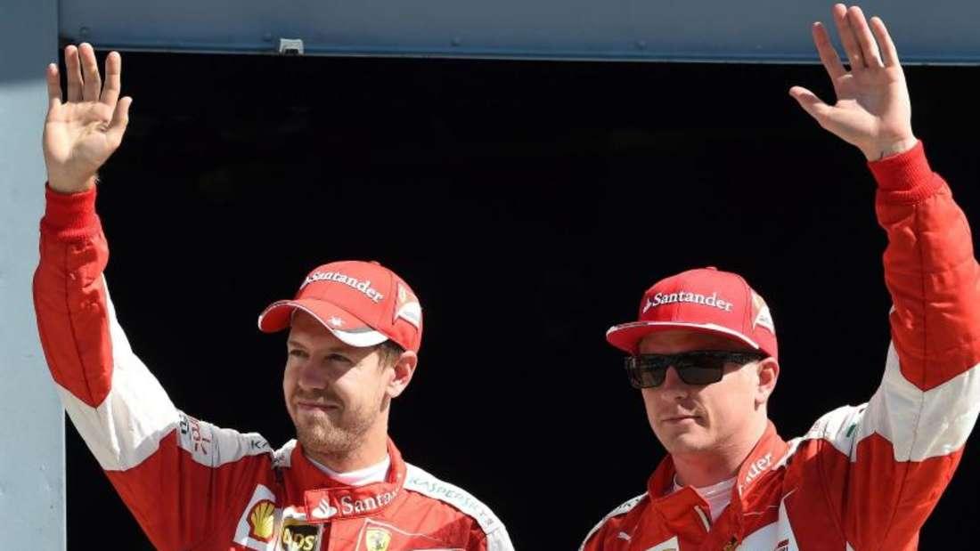 Sebastian Vettel (l) ließ sich als Dritter zusammen mit Räikkönen von den Ferrari-Fans feiern. Foto: Daniel dal Zennaro