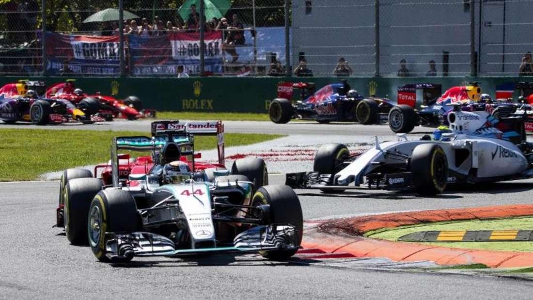 Souverän fährt Lewis Hamilton in Monza dem Fahrerfeld voran. Foto: Srdjan Petrovic