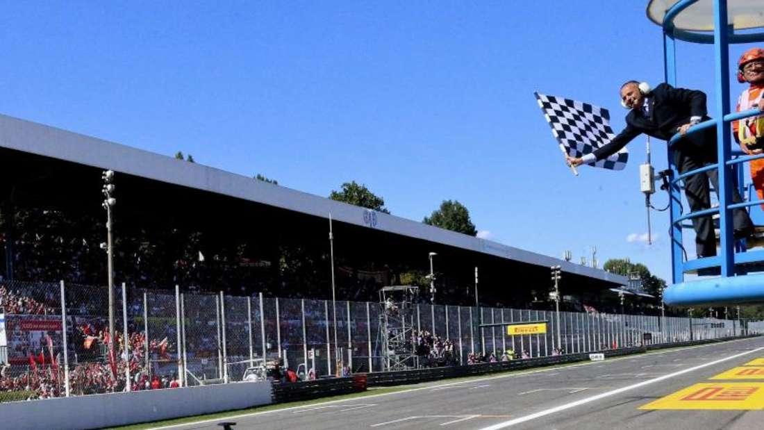 Mit 20 Sekunden Vorsprung sieht Lewis Hamilton als Erster die Zielflagge. Foto: Srdjan Suki