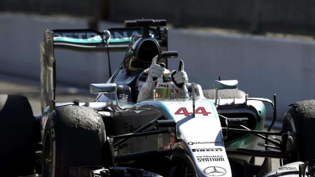 Bevor er jubeln konnte musste Lewis Hamilton auf Anweisung seines Teams noch einmal kräftig Gas geben. Foto: Srdjan Suki
