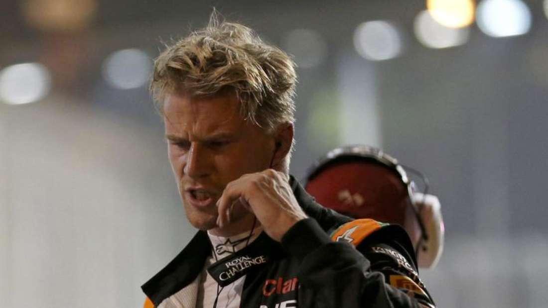Mächtig angefressen verlässt Hülkenberg die Rennstrecke. Der Force-India-Fahrer wurde noch während des Rennens mit einer Strafe belegt. Foto: Rungroj Yongrit