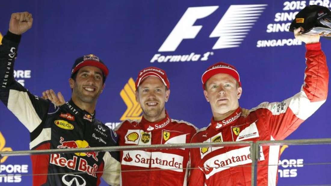 Aus der Sicht von Ferrari könnte es so weitergehen: Sebastian Vettel (M) vor Kimi Räikkönen auf dem Podest. Daniel Ricciardo wurde Dritter. Foto: Rungroj Yongrit