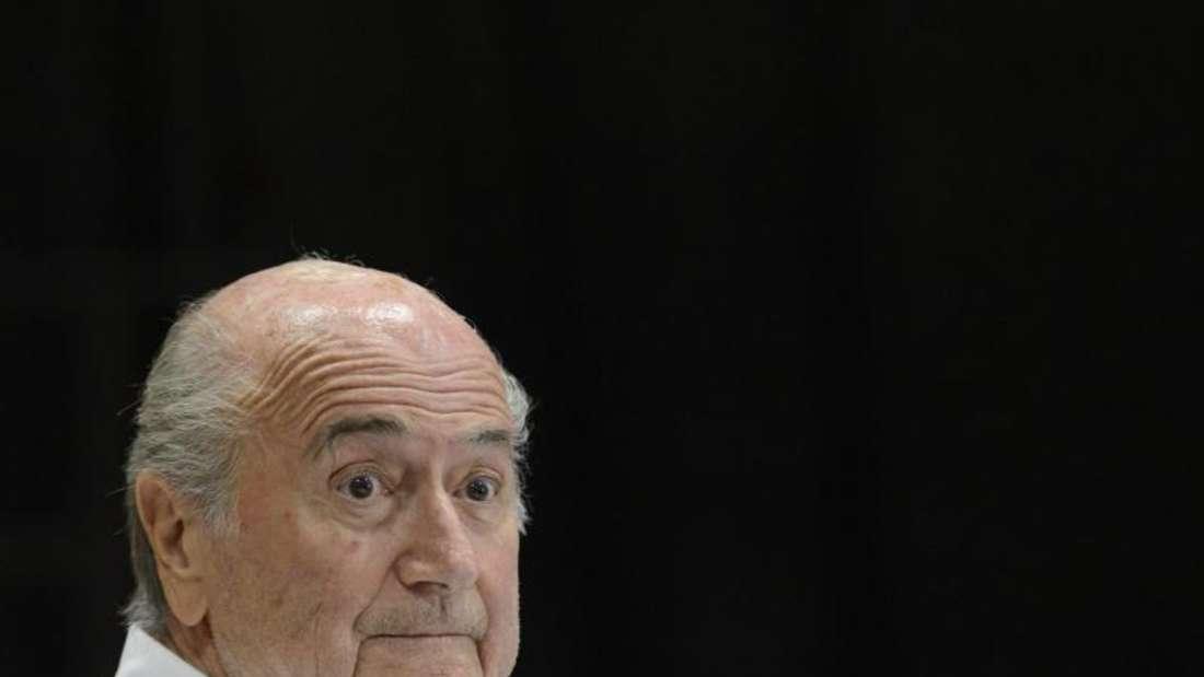 Der mit Spannung erwartete Auftritt von Joseph Blatter platzte in letzter Minute. Foto: Laurent Gillieron