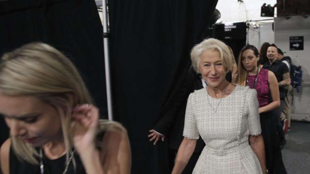 Helen Mirren bei der New York Fashion Week im Backstage-Bereich. Foto: Peter Foley