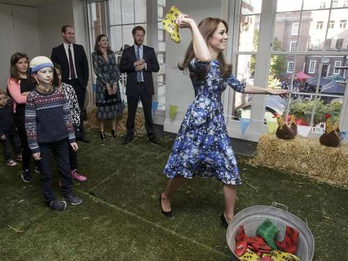 Royales Gummistiefel-Werfen mit Kate, William und Harry