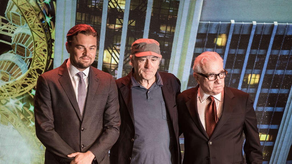 (L to R) US actor Leonardo Di Caprio, US actor Robert De Niro and US film director Martin Scorsese pose during a press conference ahead of the opening of the Studio City casino resort in Macau on October 27, 2015. Casino operator Melco Crown was to open its latest resort Studio City as the city scrambles to diversify from gambling to the mass-market amid falling revenues. AFP PHOTO / Philippe Lopez