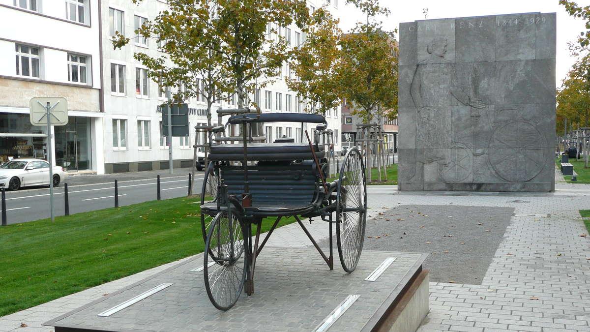 FOTOS: Mannheim-Oststadt: Das demolierte Benz-Denkmal auf der ...