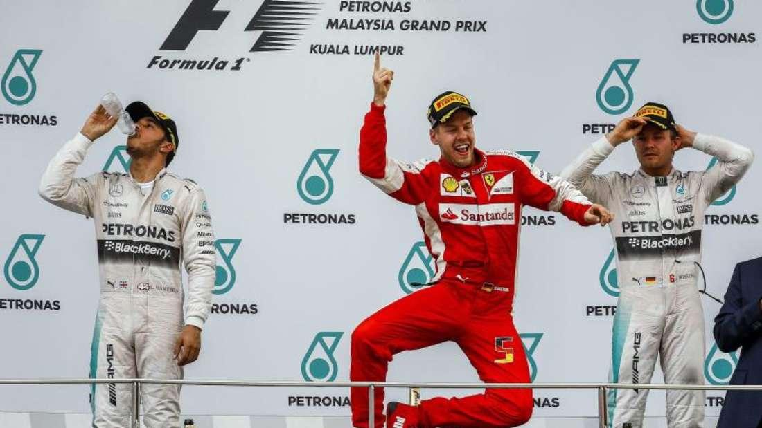 Mit seinem Sieg in Malaysia hat Sebastian Vettel (M) der Scuderia Ferrari wieder das Lachen zurückgebracht. Foto: Azhar Rahim