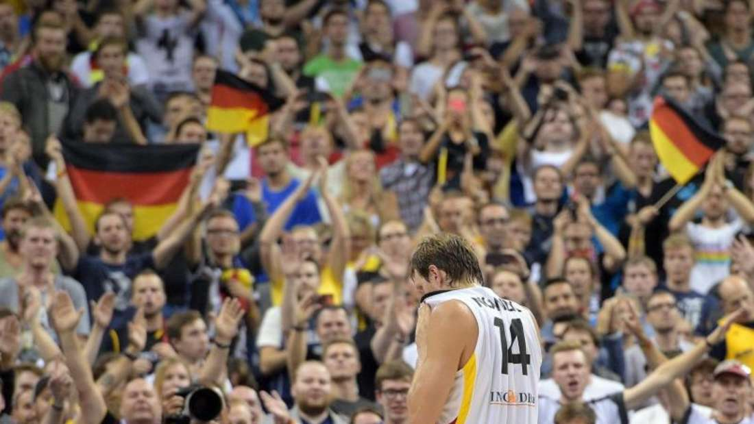 Dirk Nowitzki schied mit der Basketball-Nationalmannschaft bei der EM-Vorrunde in Berlin aus. Foto: Rainer Jensen
